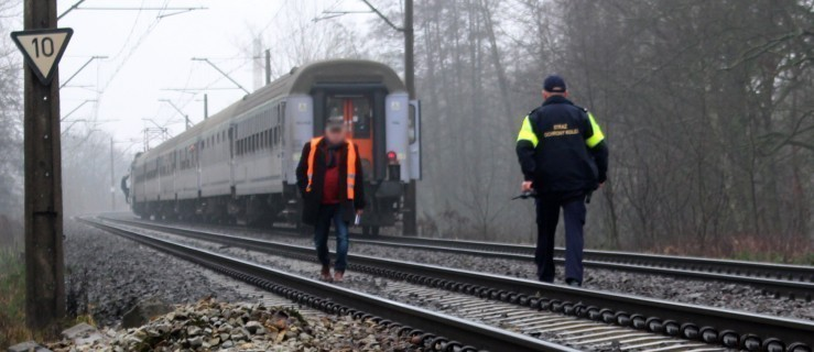 Tragiczne zderzenie pociągu z motocyklistą. Nie żyją dwie osoby  - Zdjęcie główne