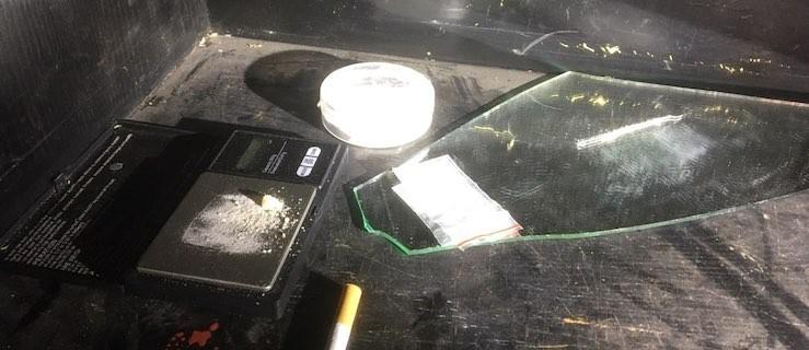 """19-latek schylał się nad """"kreską"""" amfetaminy. Wtedy weszła policja... - Zdjęcie główne"""