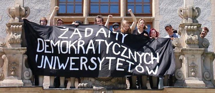 Studenci UAM-u protestują przeciwko nowej ustawie - Zdjęcie główne