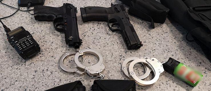 Marzenia o byciu policjantem przerodziły się w przestępstwo  - Zdjęcie główne
