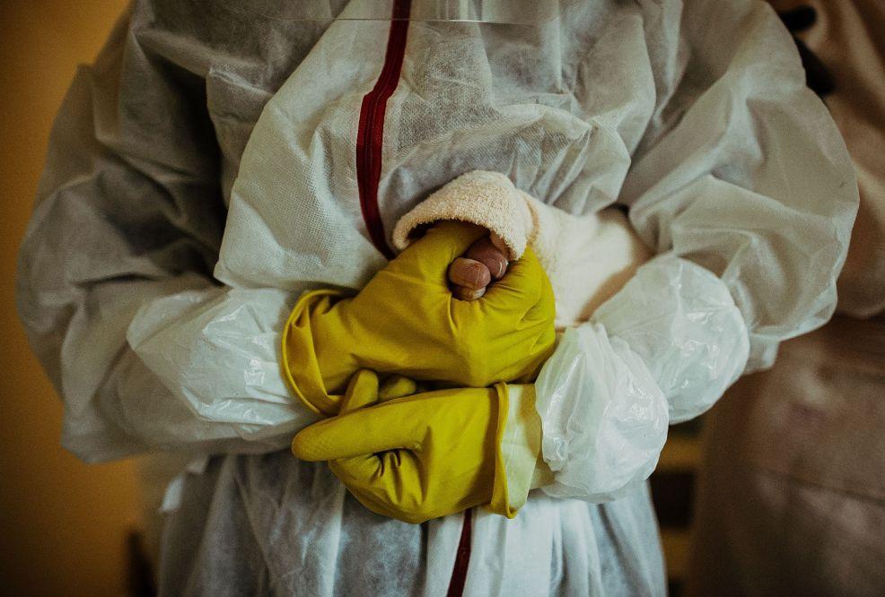 Zołnierze pomoga osobom starszym w dostanie się na szczepienia  - Zdjęcie główne