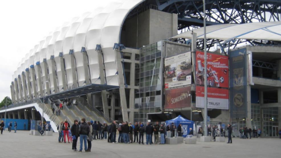 Szczepieniobus stanie pod stadionem. Możesz połączyć przyjemne z pożytecznym - Zdjęcie główne
