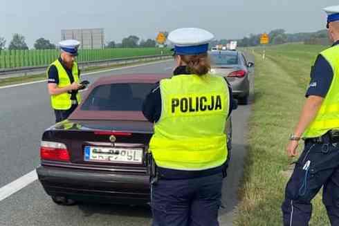 Pędził BMW autostradą. Policja go dogoniła... Zapłaci srogi mandat   - Zdjęcie główne