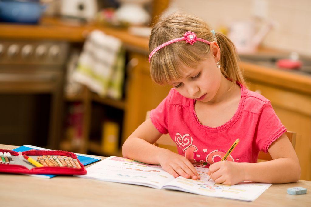 """Program """"300 Plus"""". Do kiedy można składać wnioski na wyprawkę dla dziecka? - Zdjęcie główne"""