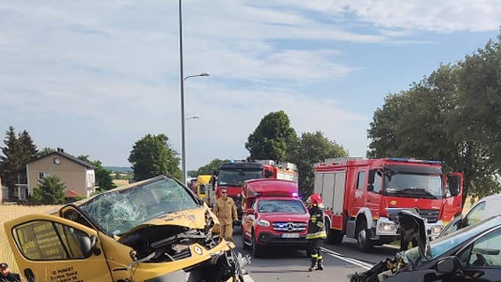 Tragiczne zderzenie osobówki z samochodem dostawczym. Nie żyje 6-letnie dziecko - Zdjęcie główne