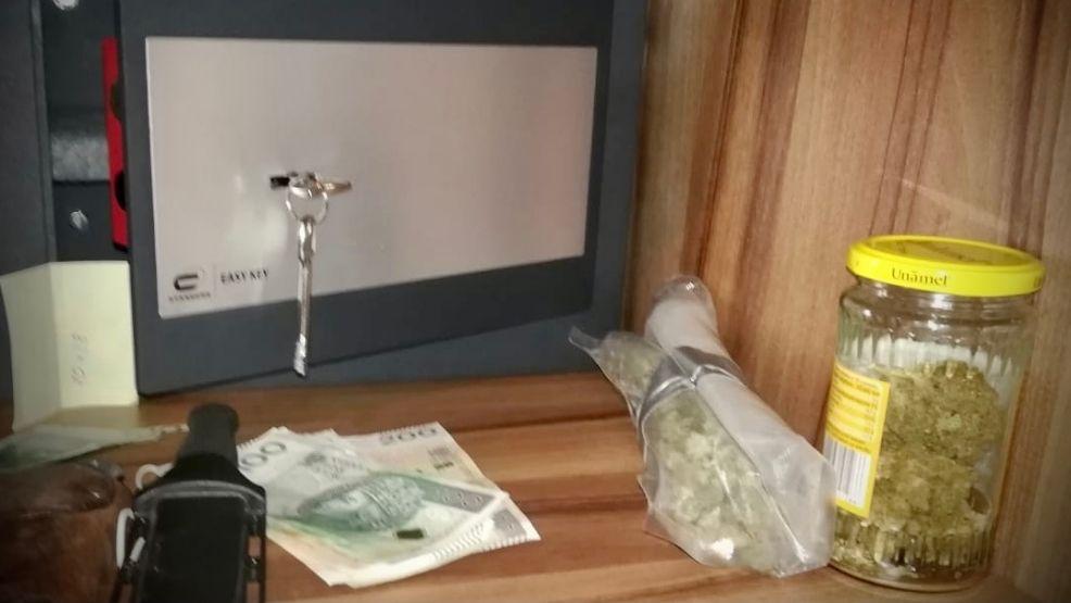Zatrzymano dwóch mężczyzn z narkotykami. Ukryli je w sejfie i... - Zdjęcie główne