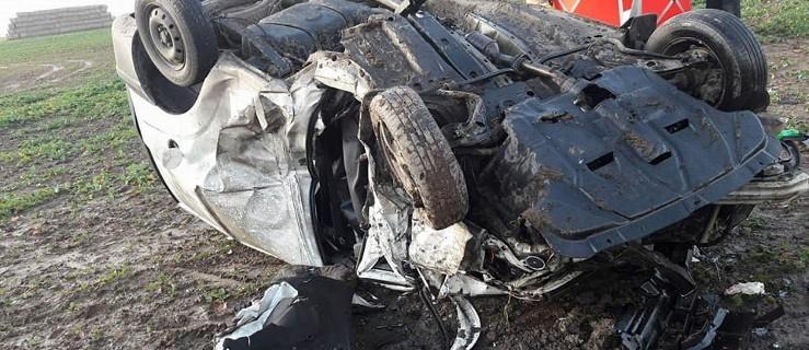 Zderzenie trzech aut. Jedna osoba nie żyje - Zdjęcie główne
