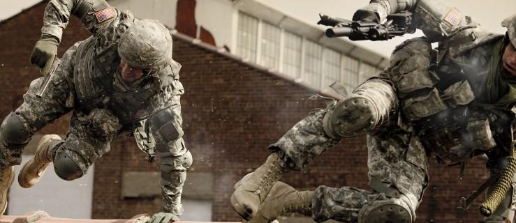 Ranni żołnierze na poligonie - Zdjęcie główne