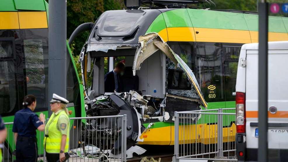 Groźne zderzenie dwóch tramwajów. Ponad 30 osób rannych!  - Zdjęcie główne