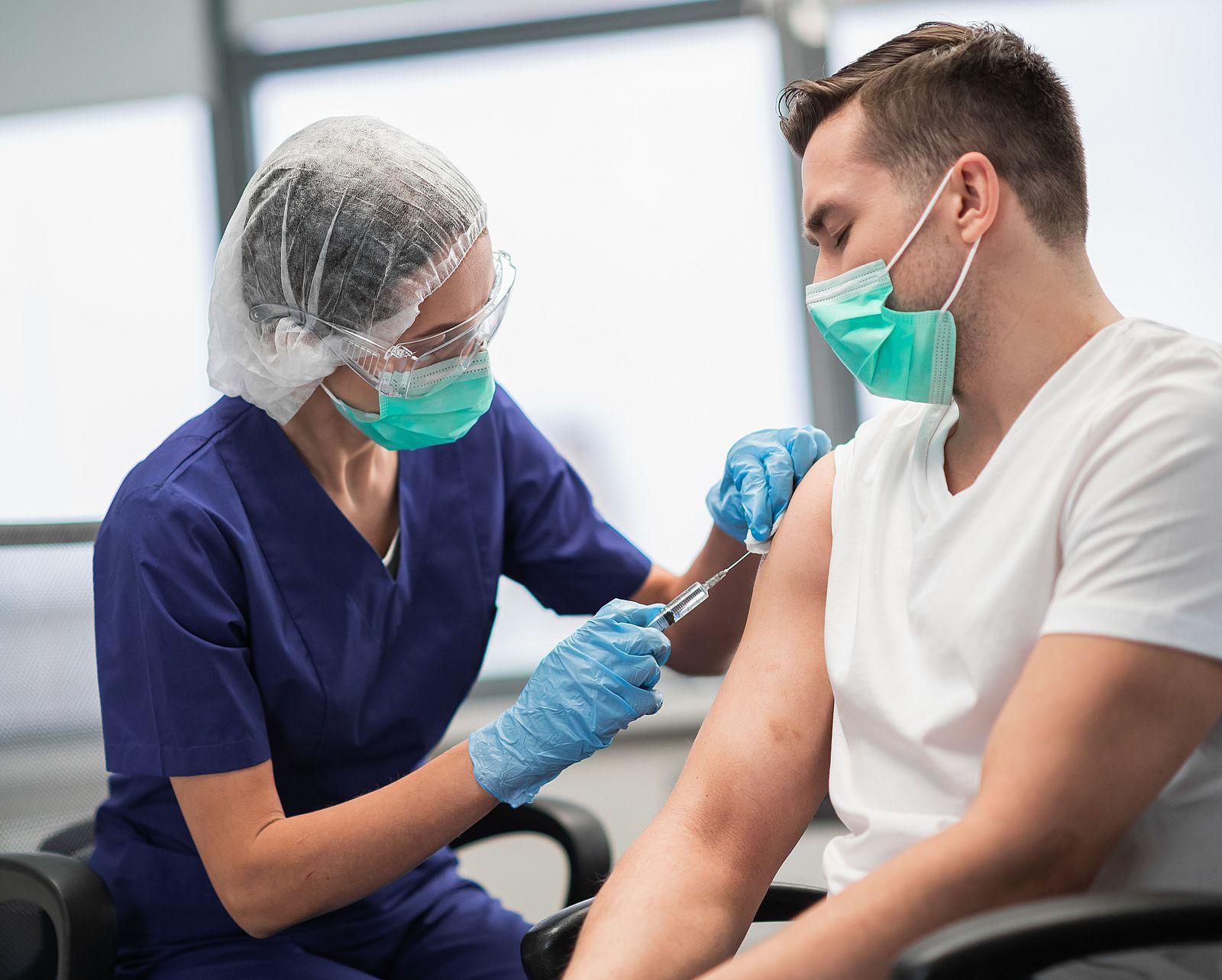 Wielkopolska. Ile osób jest zaszczepionych przeciwko COVID-19? [MAPA I RANKING POWIATÓW] - Zdjęcie główne