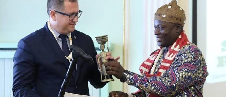 Kaliscy samorządowcy oficjalnymi doradcami wodza z Kamerunu - Zdjęcie główne