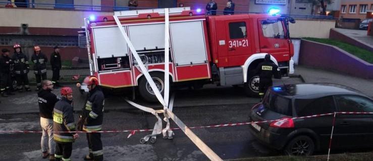 Strażacy przyjechali na akcję, a tam to im trzeba było pomóc - Zdjęcie główne