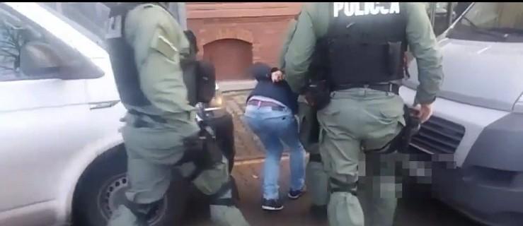 Prowokowali kolizje, wymuszali odszkodowania. Wkroczyła policja. 6 zatrzymanych - Zdjęcie główne