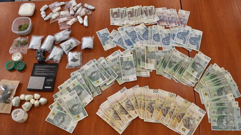 Zabezpieczono prawie pół kilograma narkotyków. Zatrzymano trzech mężczyzn - Zdjęcie główne