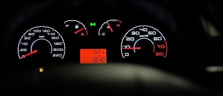 20-latek przekroczył dozwoloną prędkość o 98 km/h!  - Zdjęcie główne