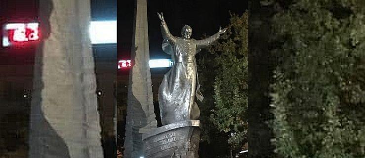 W dniu rocznicy wyboru papieża obrzucono pomnik jajkami  - Zdjęcie główne