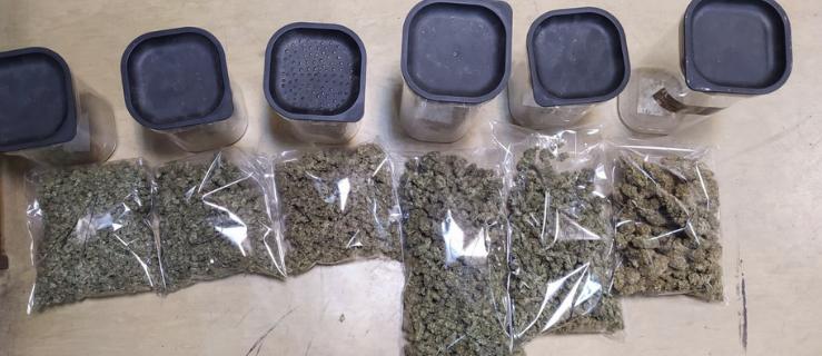 Policja zabezpieczyła blisko kilogram narkotyków. Zatrzymano 4 osoby  - Zdjęcie główne