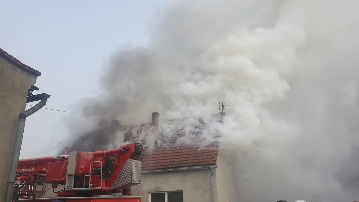 Pożar domu jednorodzinnego. Rodzina straciła dach nad głową  [ZDJĘCIA] - Zdjęcie główne