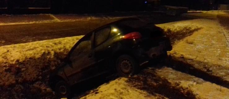 Pijany kierowca uciekał przed policją. Skończył w rowie  - Zdjęcie główne