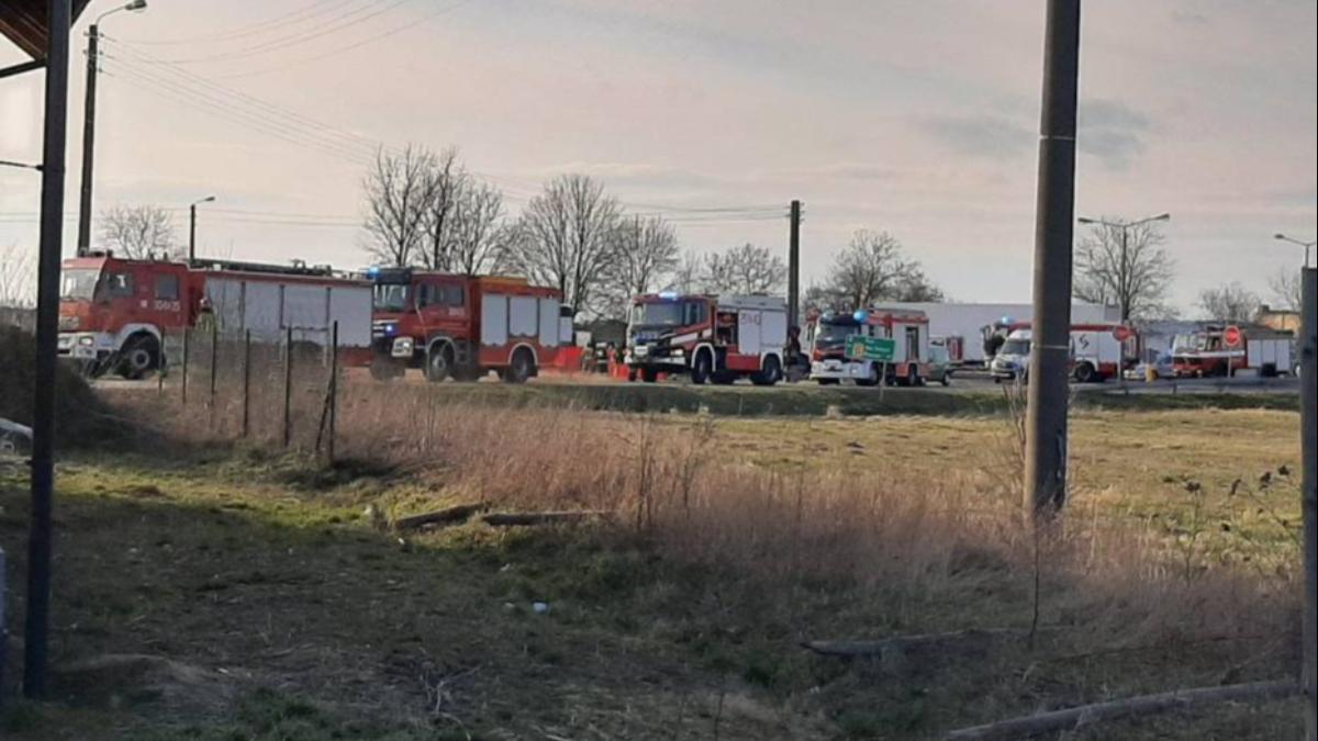 Fatalny w skutkach wypadek na obwodnicy Buku. Zderzenie samochodu osobowego z ciężarowym - Zdjęcie główne